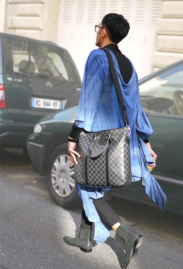 Blue cape · Paris Streetstyle