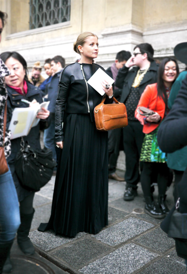 Streetstyle | Maxi black skirt and cropped jacket