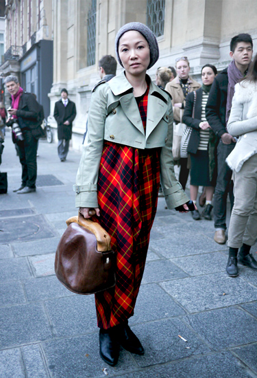 Comme des garçons cropped trench and plaid inspiration | Streetstyle