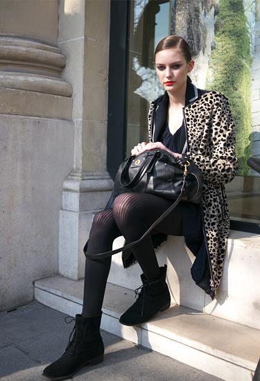 Model off duty · Paris Streetstyle