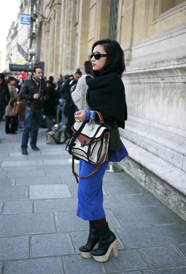 Electric blue Magnetic girl · Paris streetstyle