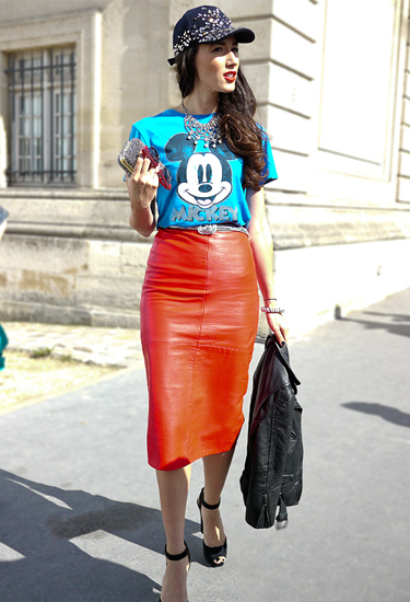 Red leather pencil skirt | Street Style | Paris