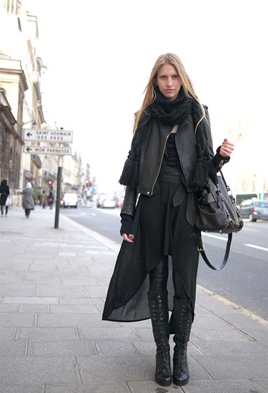 Total black look · Paris Streetstyle