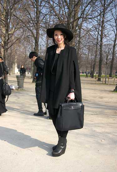 Black cape and hat · Paris Streetstyle