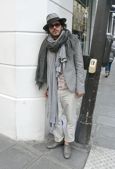 Grey outfit · Paris Streestyle